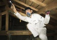 雨漏りの場合は、小屋裏もしっかり点検します。